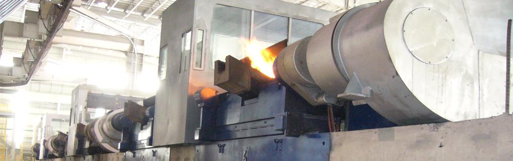 钢坯 管材与管线 感应加热是管材生产中最节能,最易于控制的加热 方法。 其非接触式的特性可以在满足最苛刻的冶炼要求条件下达到较高的生产率。其局部加热以及直接对管材加热的特性大大降低工作区域的热辐射,提高操作安全,改善工作舒适性。作为感应加热解决方案的供应商与技术创新基地,彼乐公司拥有满足您生产所需的核心经验和产品: 应用于包括:  退火  奥氏体化  涂装  成形  镀锌  正火  去应力退火  回火  墩粗